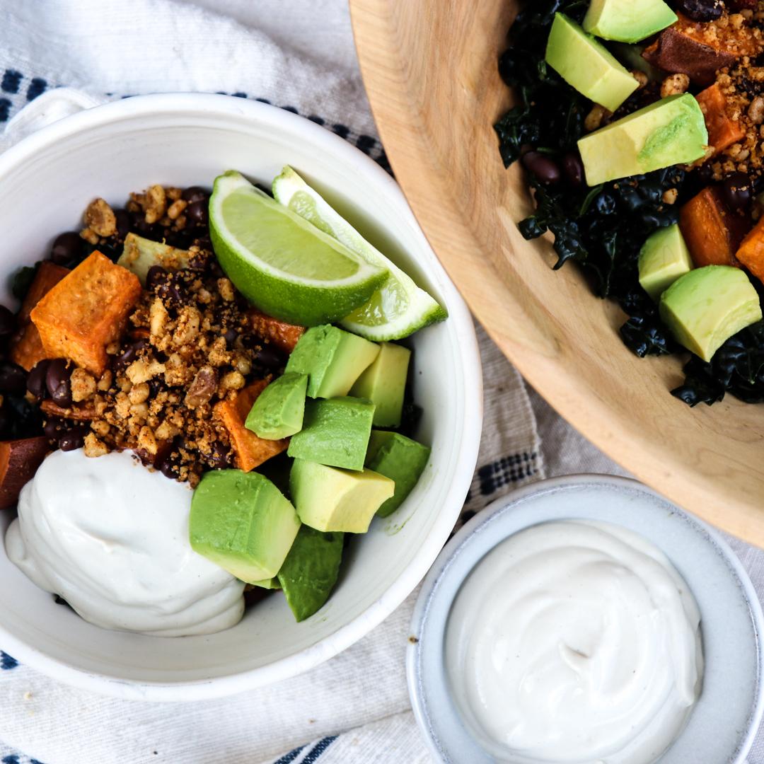 vegan mexican sweet potato bowl // feastofgreen.com
