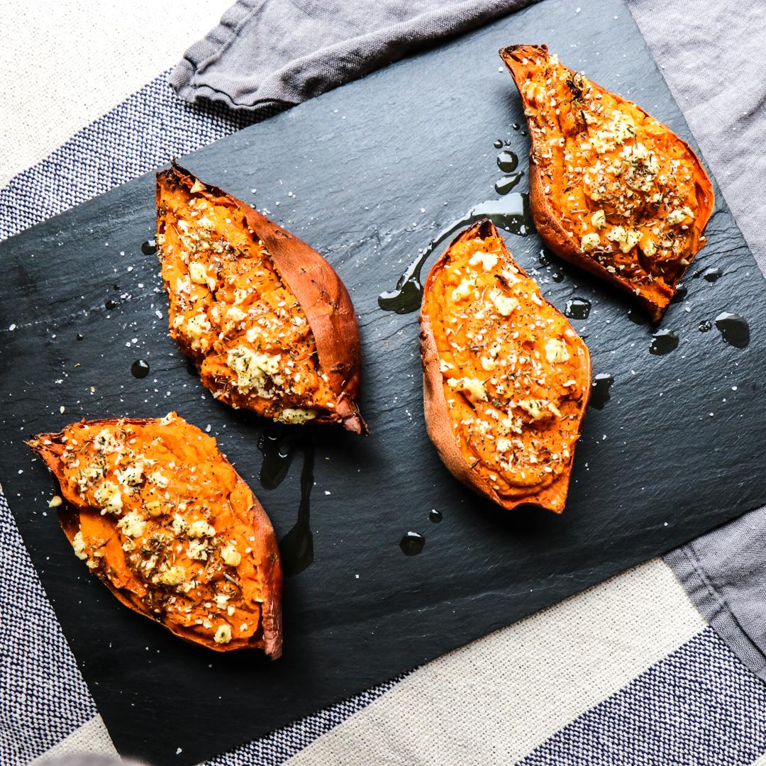 twice baked mediterranean sweet potatoes // feastofgreen.com
